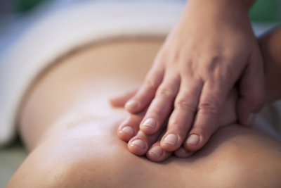 massage hands on back