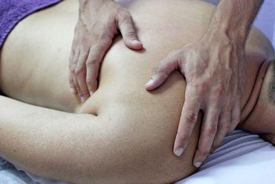 massage male shoulder